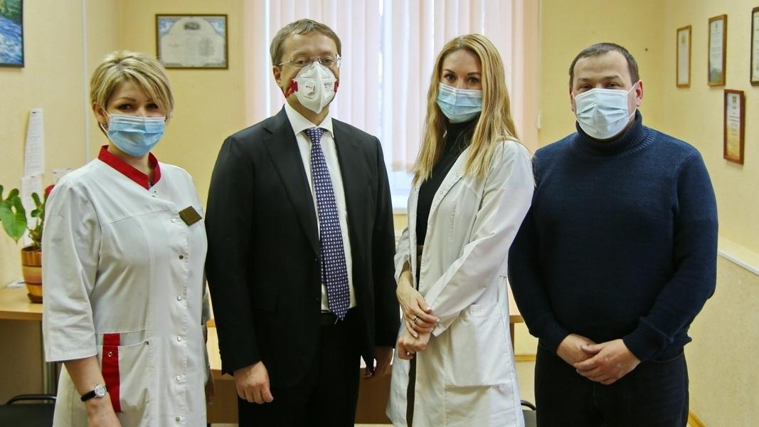 Лев Ковпак подарил пульсоксиметры Каменской ЦРБ