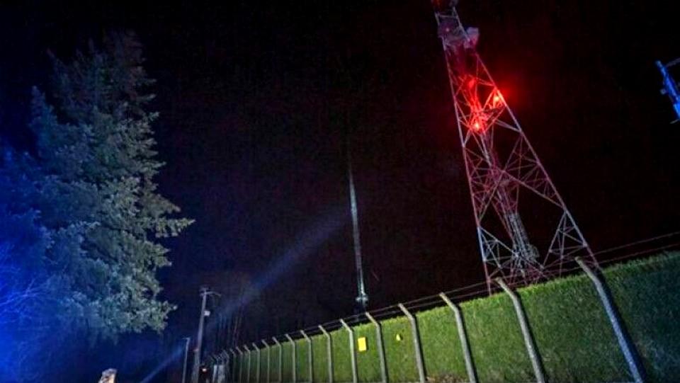 Во Франции противники 5G сожгли вышку и оставили жителей без связи