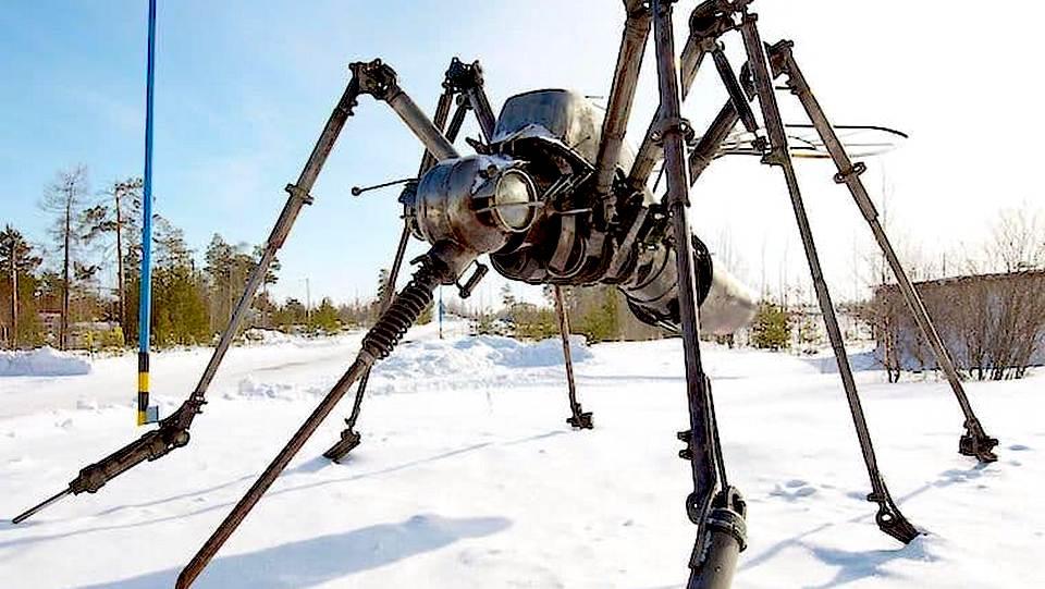 Жители Ноябрьска выбирают имя скульптуре комара