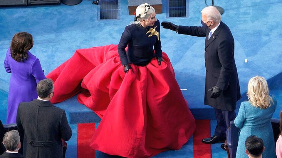 Леди Гагу на инаугурации Байдена сравнили с Пугачевой