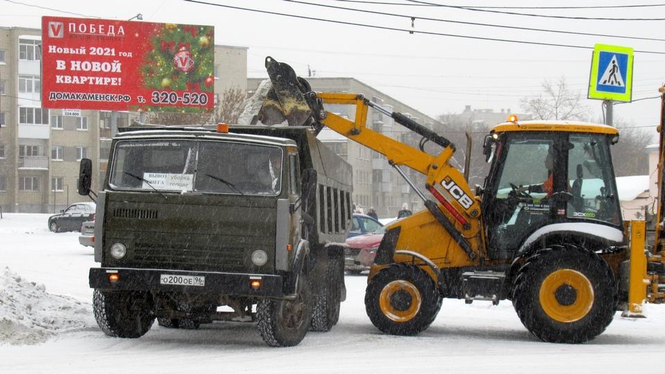 """АО """"Горвнешблагоустройство"""" чистит город от снега в новогодние каникулы"""