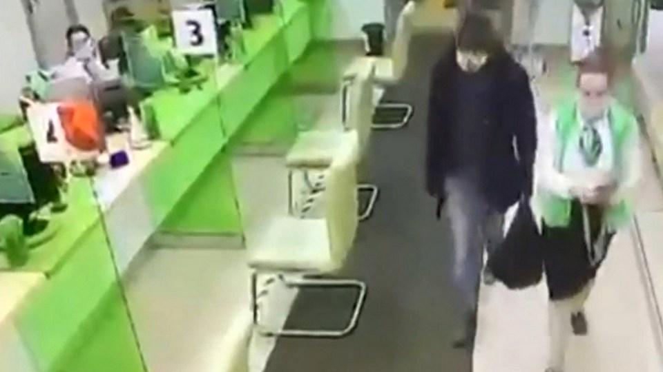 В Петербурге мужчина ограбил Сбербанк на полмиллиона рублей