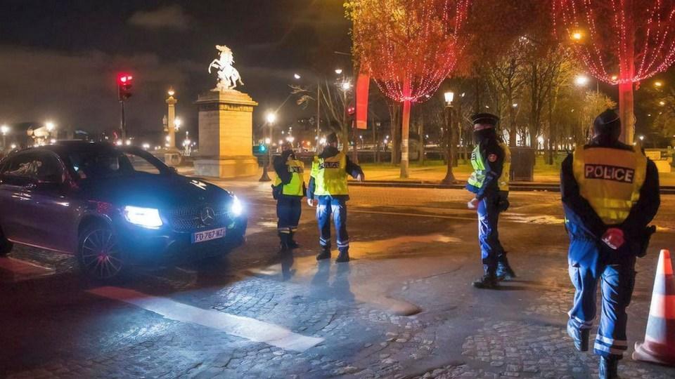 Полиция Франции оштрафовала 1200 человек за нелегальную новогоднюю вечеринку