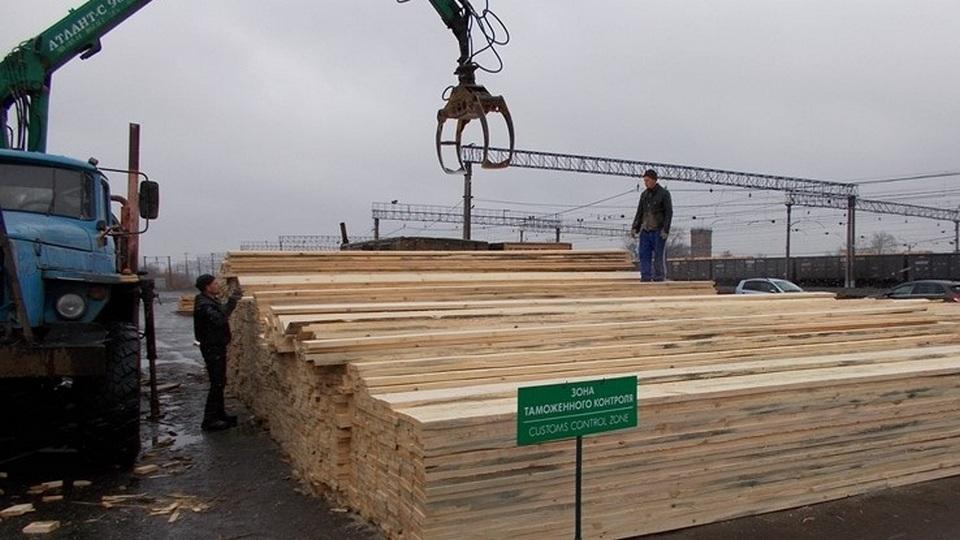 Уральские таможенники пресекли незаконный вывоз леса на 1,5 млн рублей