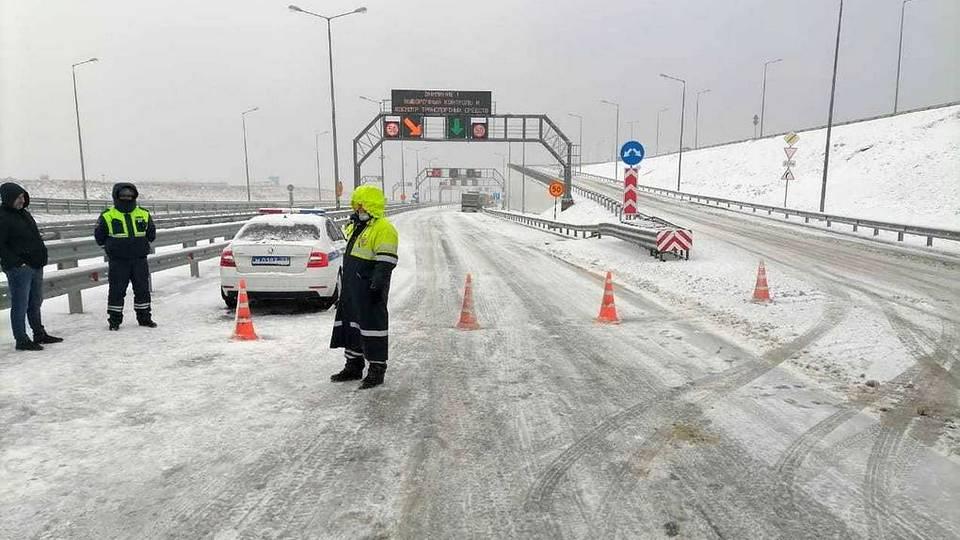 Движение по мосту в Крым впервые в истории перекрыли из-за снегопада