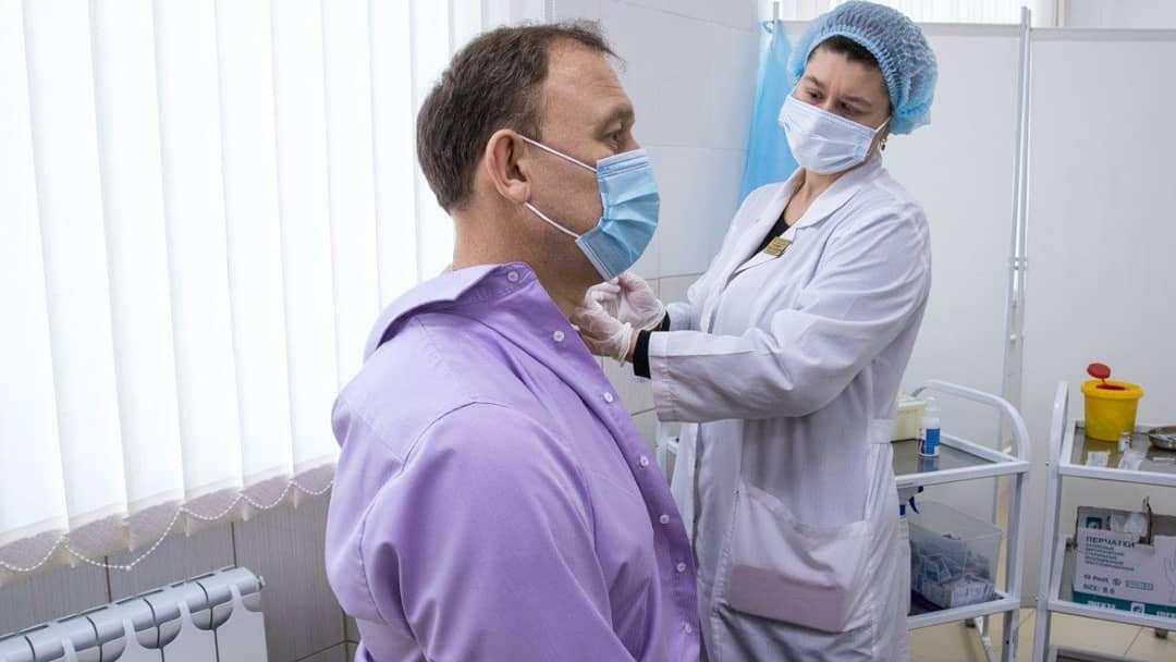 Руководители Синарского трубного завода поставили прививки от коронавируса