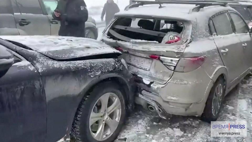 Опубликовано видео с места ДТП с 20 машинами в Свердловской области