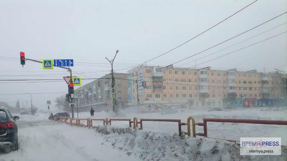 """АО """"Горвнешблагоустройство"""" чистит дороги от снежных переметов"""