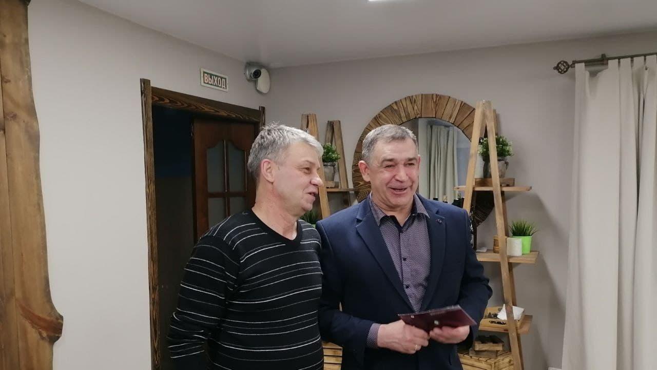 Известный футболист Каменска-Уральского Александр Заикин отметил 60-летний юбилей