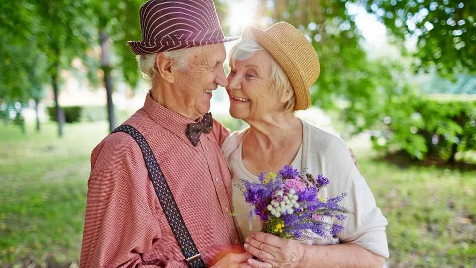 Более 6 тысяч пар старше 55 лет поженились в Москве в 2020 году