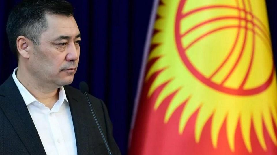 Президент Киргизии посоветовал чиновникам не вешать его портреты в кабинетах