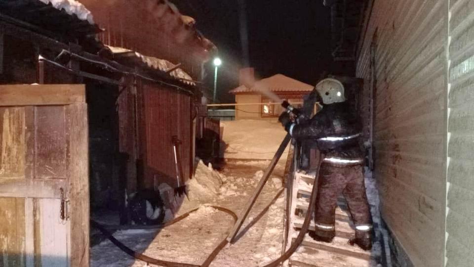 При пожаре в частной конюшне Первоуральска погибли семь лошадей
