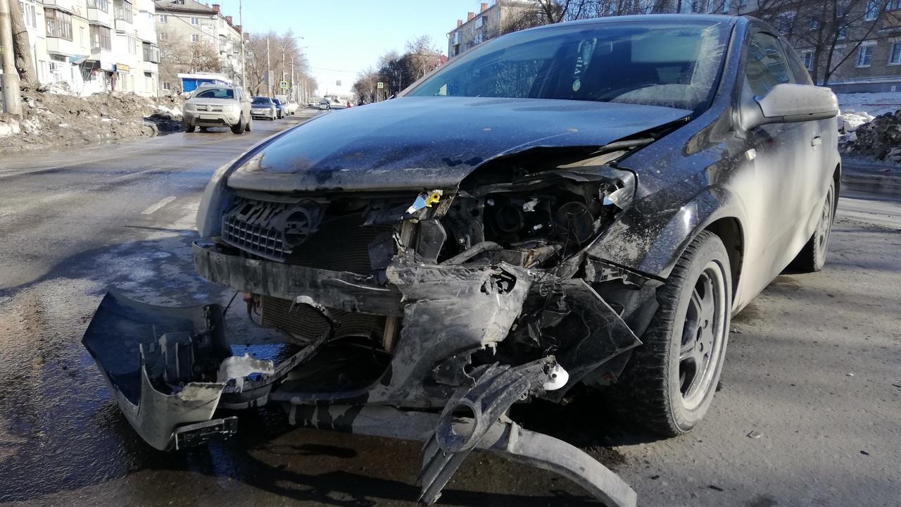 В ДТП на Алюминиевой пострадал один человек