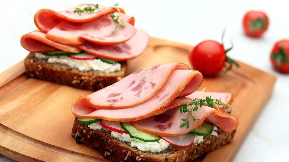 Треть россиян предпочитают на завтрак бутерброды
