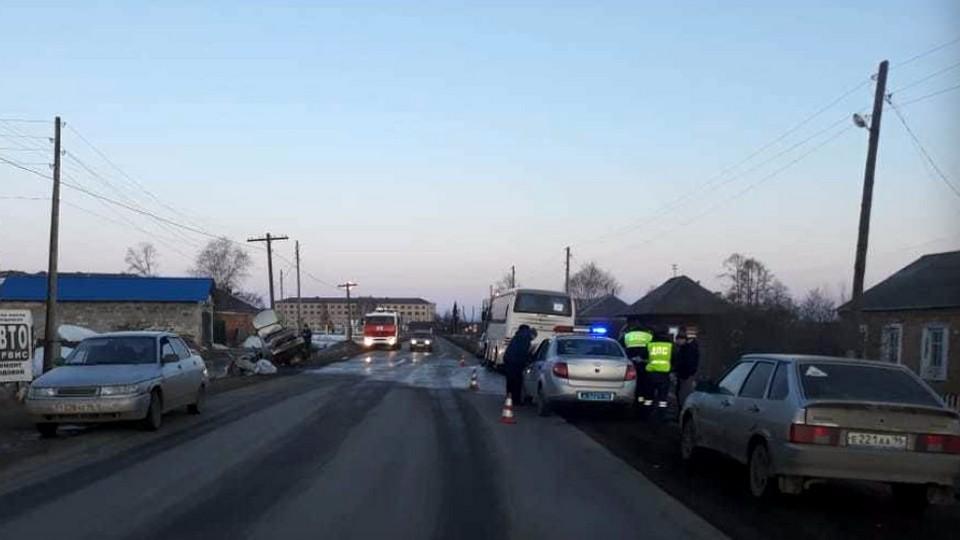 В Свердловской области попал в ДТП автобус с 26 детьми
