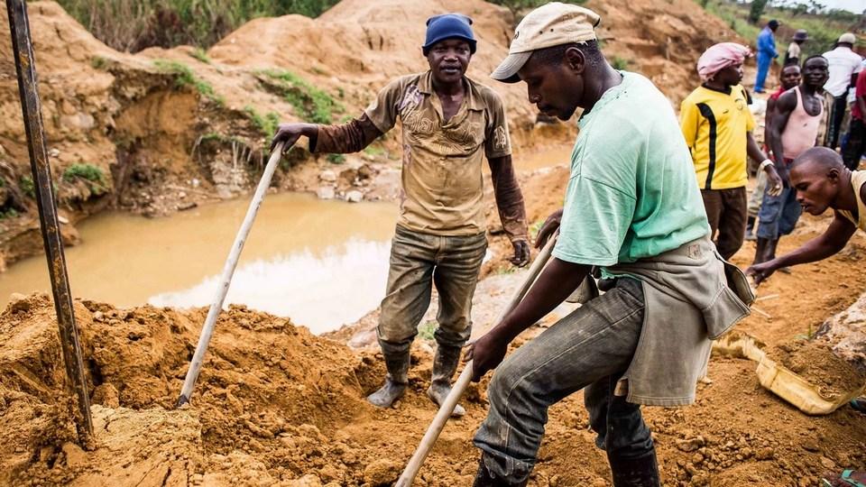 Жители Конго атаковали гору, на которой обнаружили золото