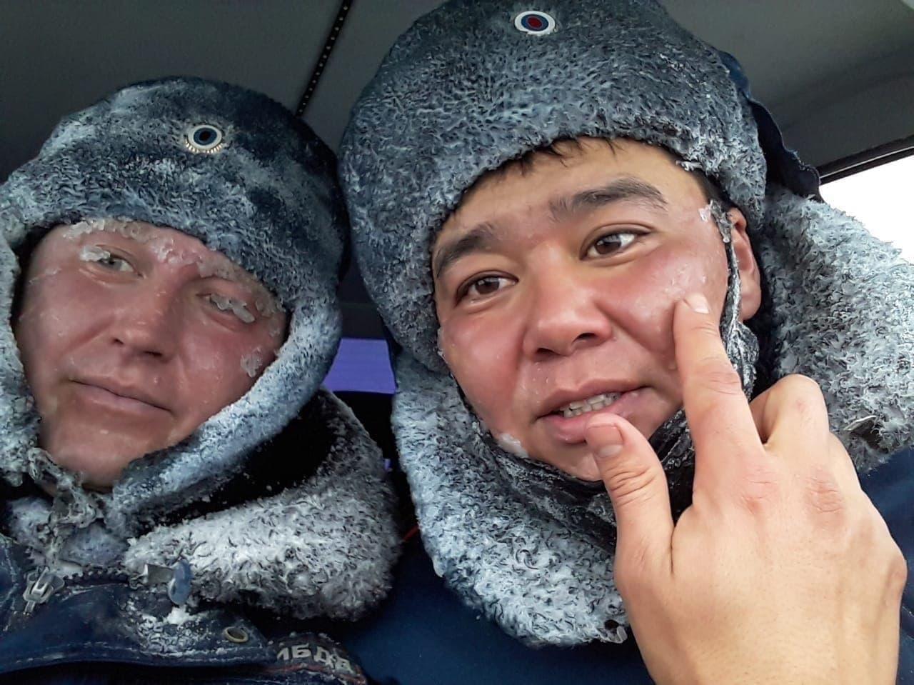 Полицейские Оренбурга получили награду от губернатора за спасение людей на трассе