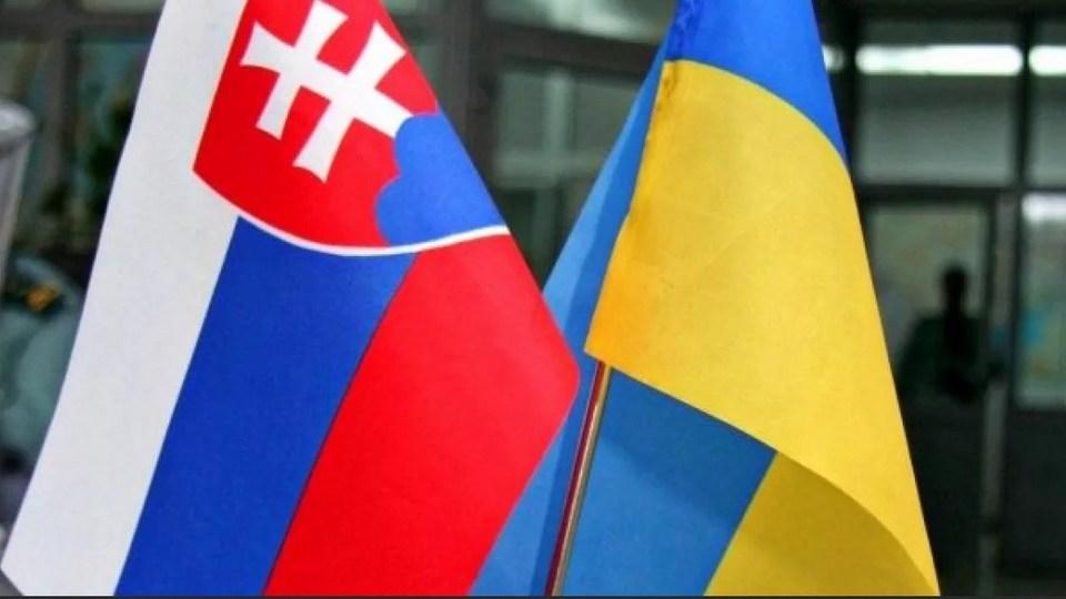 """Словакии пришлось извиняться перед Украиной за шутку о вакцине """"Спутник V"""""""