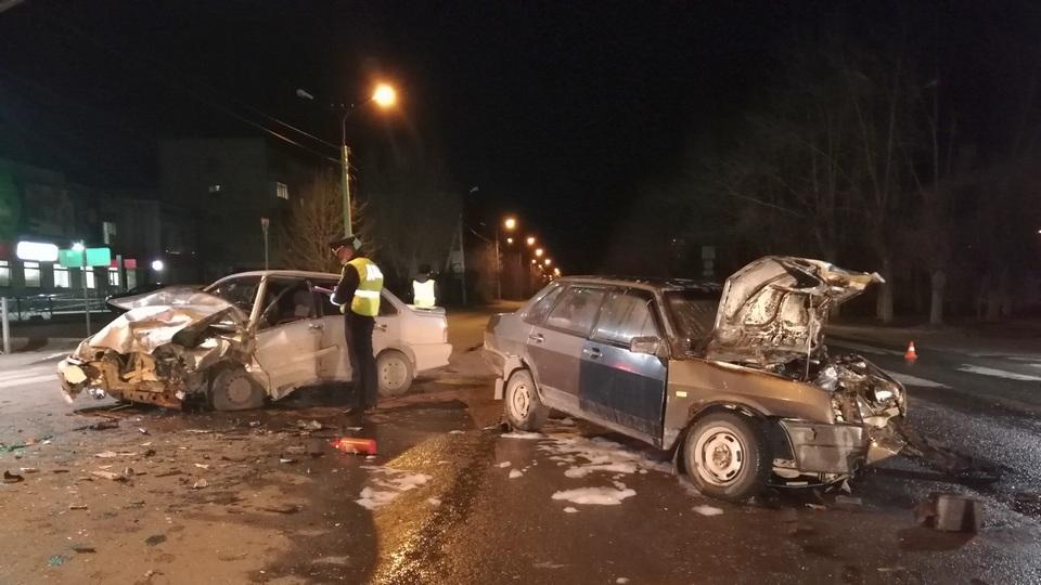 В ДТП на Ленинском загорелся автомобиль