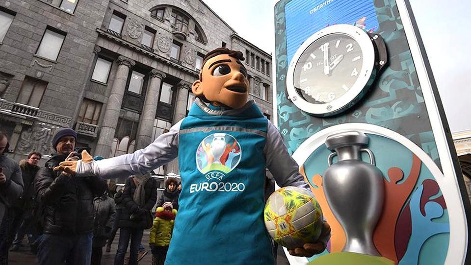 Петербург отказался от волонтеров-иностранцев на матчах Евро-2020