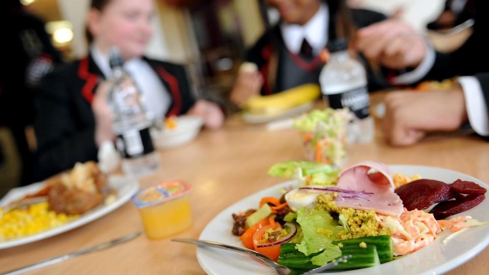 Смена поваров и массовые отравления в гимназии №642 Санкт-Петербурга
