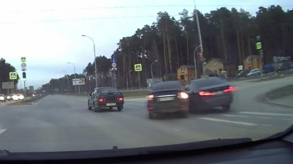 В Екатеринбурге в аварию попал автомобиль с двумя маленькими детьми