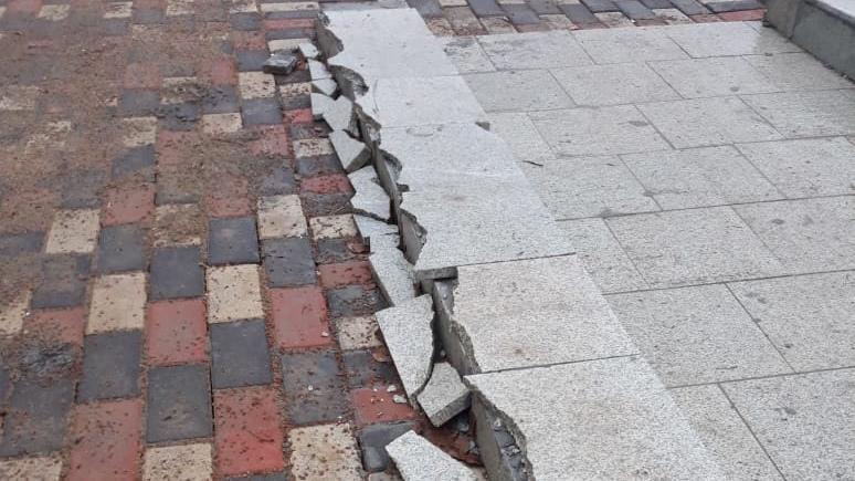 """У ДК """"Современник"""" разламывают недавно благоустроенную площадь"""