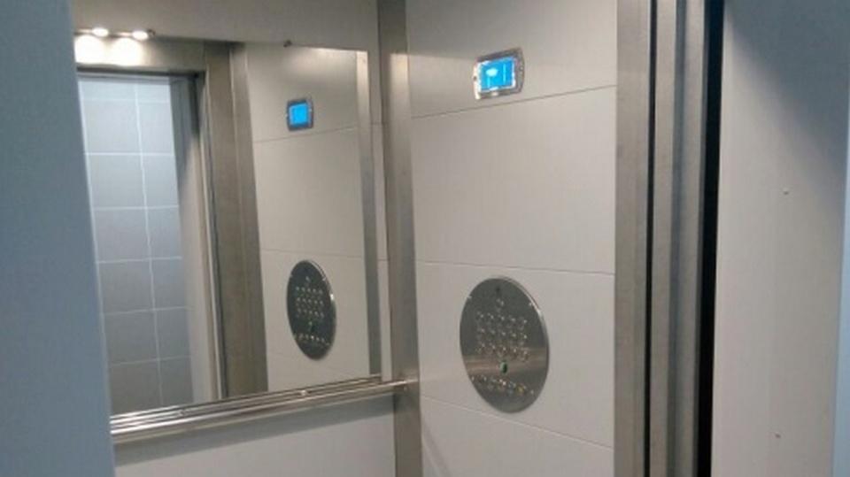 В многоэтажках Каменска-Уральского начали менять лифты