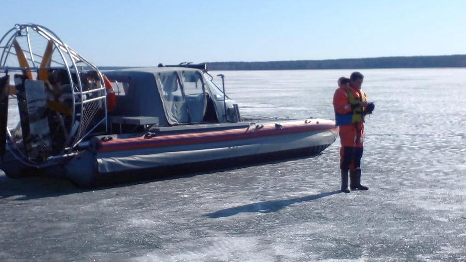 На Урале сотрудники МЧС спасли 11 провалившихся под лед рыбаков