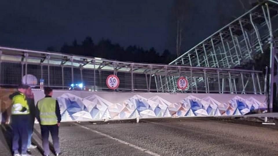 Названа причина, по которой на ЕКАД рухнул мост
