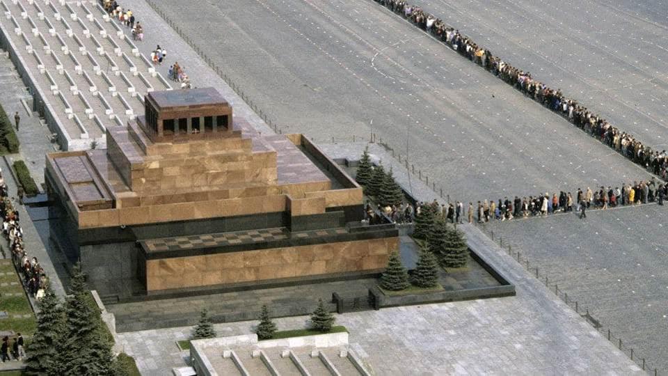 В Москве собрались очереди у Мавзолея Ленина
