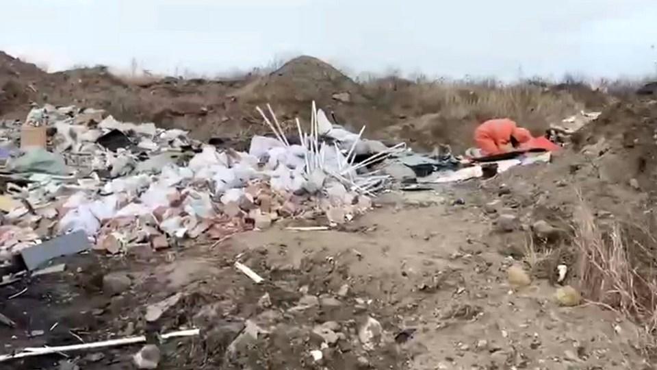 На свалке в Красноярске найдены бесхозные контейнеры с химическими отходами