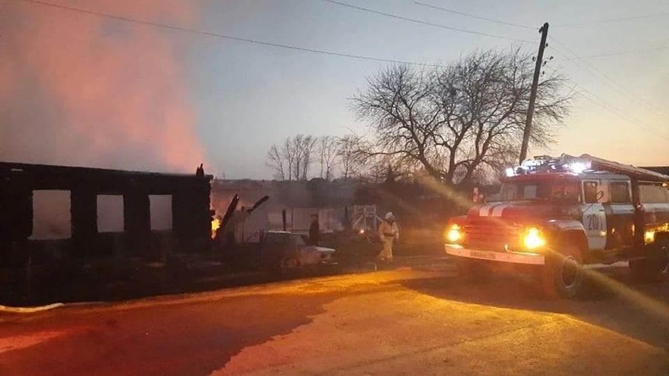 Четверо детей погибли при пожаре в Свердловской области, еще одного ищут