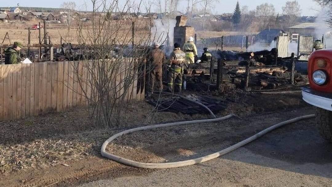 Свердловские спасатели обнаружили тело пятого ребёнка под завалами после пожара