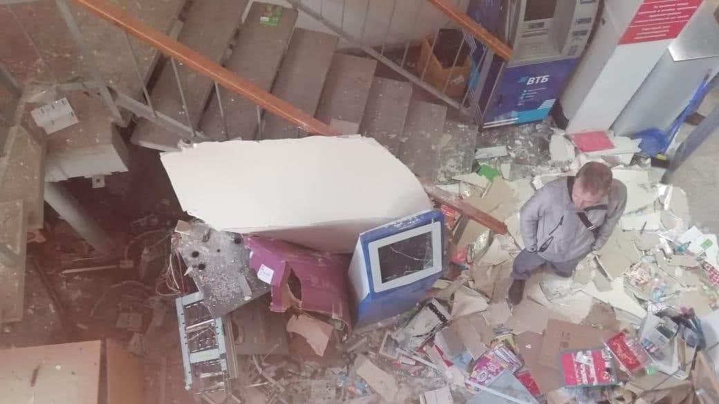 В Свердловской области взорвали банкомат и украли около 3 млн рублей