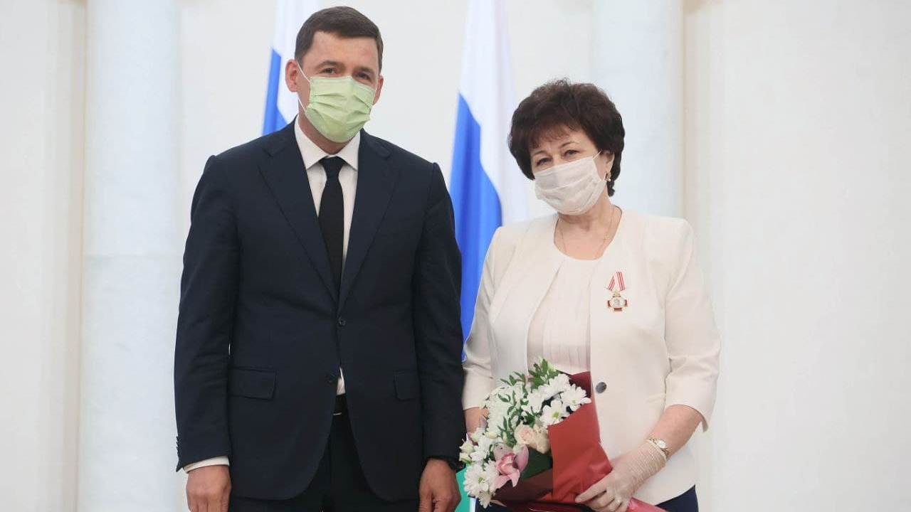 Врач-пульмонолог из Каменска-Уральского получила орден Пирогова из рук губернатора