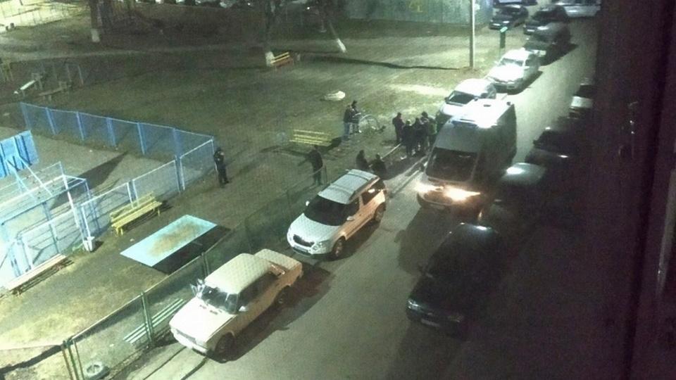В Челябинске мужчина открыл стрельбу из ружья, есть пострадавшие