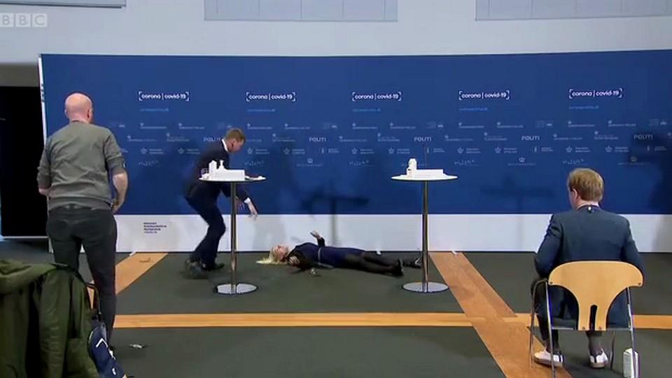 Глава Датского агентства здравоохранения упала в обморок на пресс-конференции