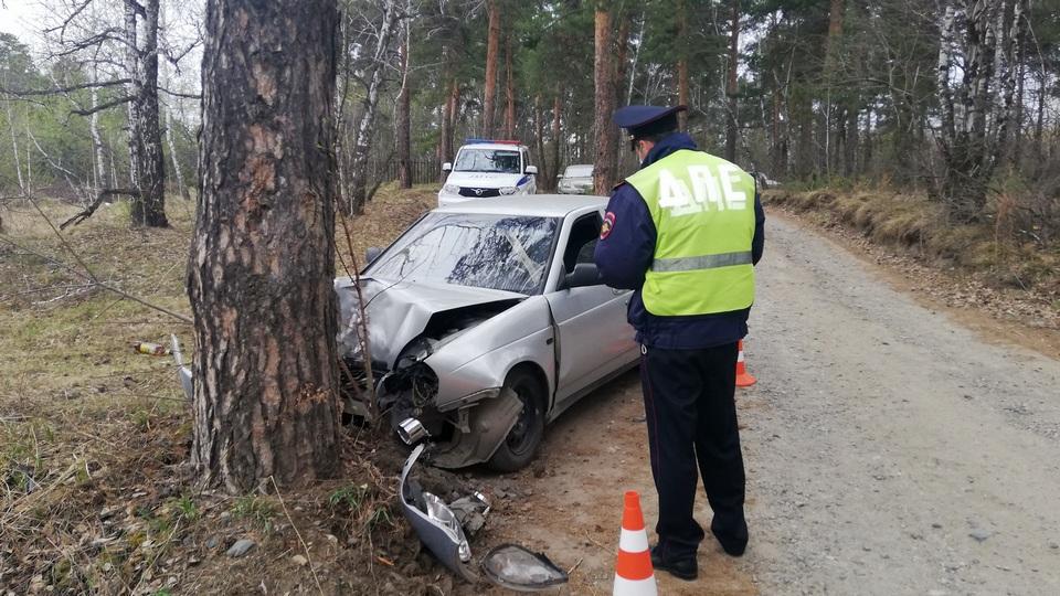 В Каменске-Уральском нетрезвый водитель устроил гонку от ГИБДД и врезался в дерево