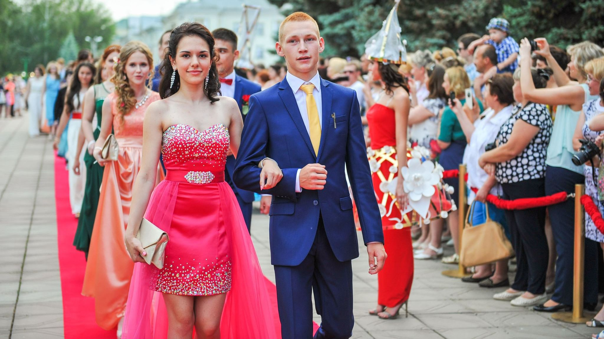 Выпускной из 11 класса в среднем обойдется родителям почти в 30 тысяч рублей