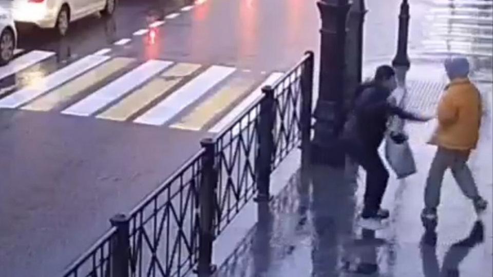 В Питере дважды напали с ножом на прохожих