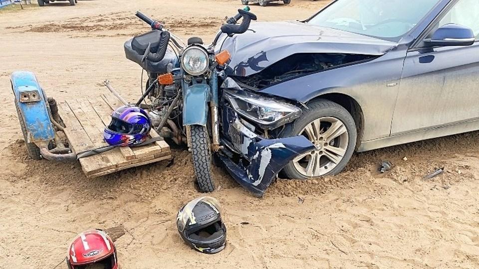 Опубликовано видео момента ДТП под Красноярском, где пострадали подростки на мотоцикле
