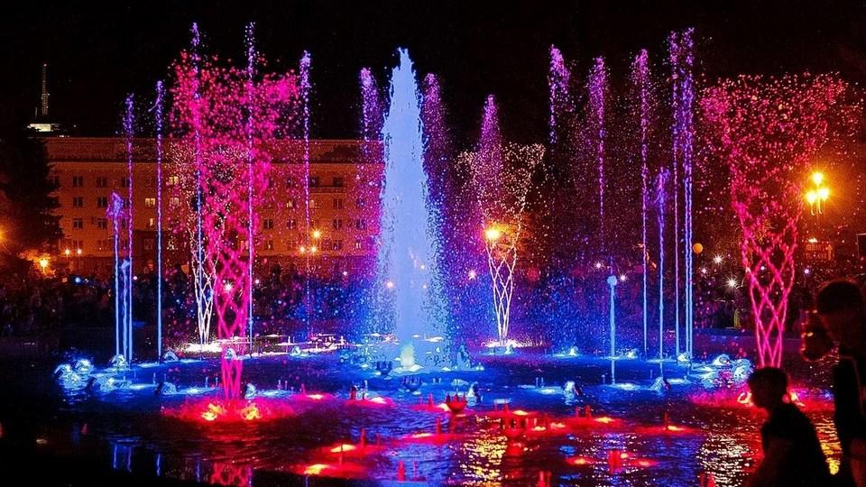 В Челябинске заработал музыкальный фонтан на Площади Революции
