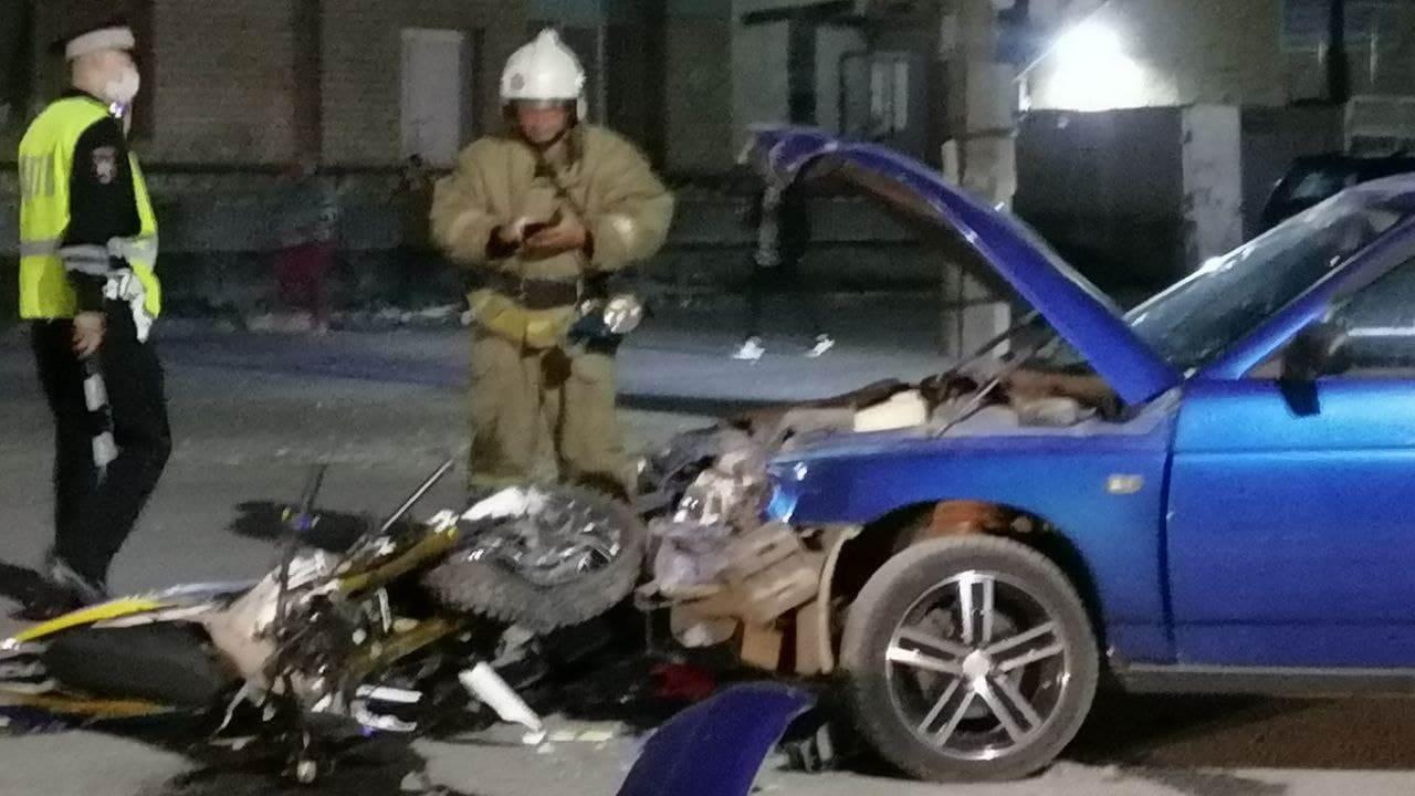 В крайне-тяжелом состоянии находится мотоциклист, пострадавший в ДТП под Каменском-Уральским