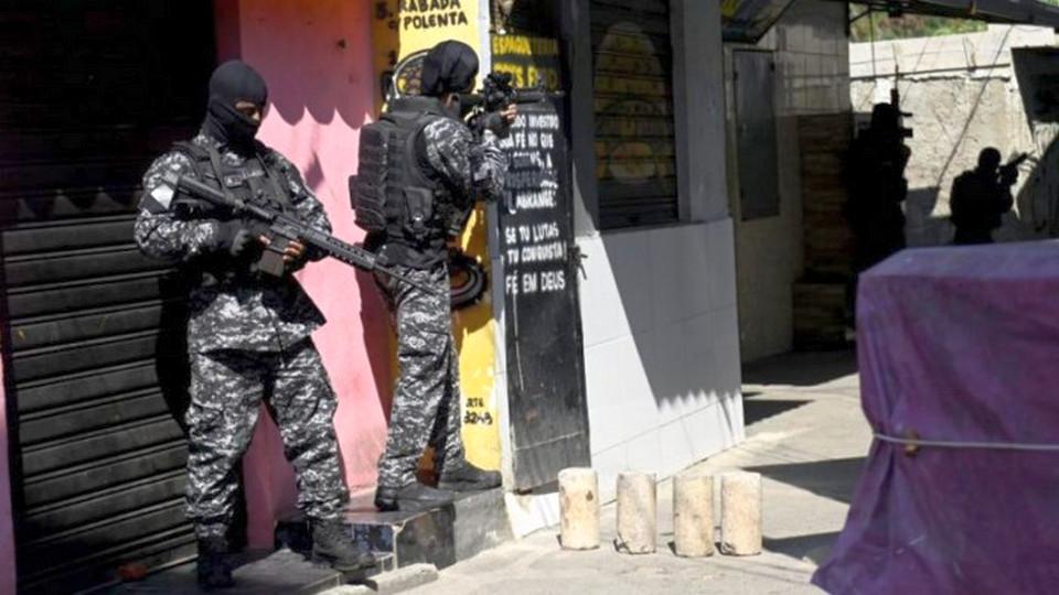 25 человек погибли в перестрелке с полицией в Рио-де-Жанейро