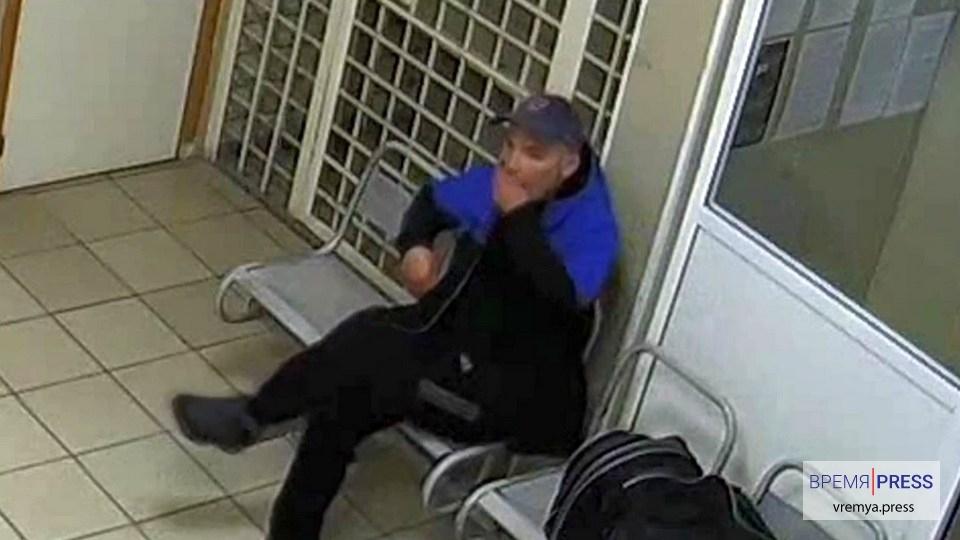 Житель Нижнего Тагила попытался съесть пакет с наркотиками перед полицейскими