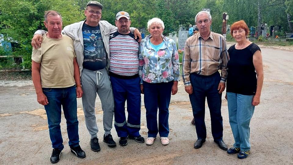 Ветераны УВД Каменска-Уральского навели порядок в местах захоронения красноармейцев и сотрудников ведомства