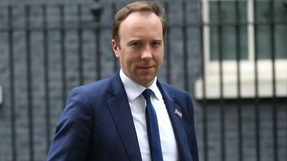 Глава Минздрава Великобритании ушел в отставку после скандального видео с любовницей