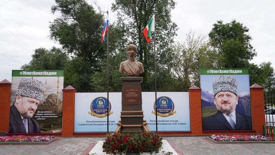 Памятник Доктору Лизе появился в Чечне