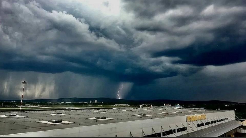 В Свердловской области объявили штормовое предупреждение на 7 июня